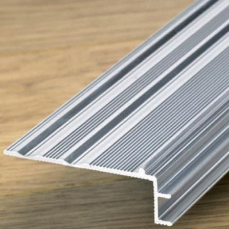 Вспомогательный алюминиевый профиль INCIZO для лестницы